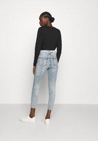 Calvin Klein Jeans - HIGH RISE - Skinny džíny - denim light - 2