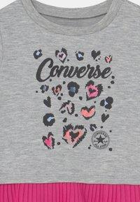 Converse - PLEATED PEPLUM LONG SLEEVE SET - Felpa - black - 3