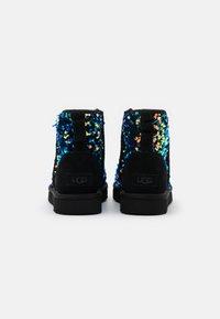 UGG - CLASSIC MINI STELLAR SEQUIN - Classic ankle boots - black - 3