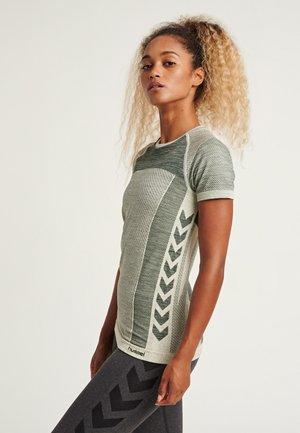 HMLCLEA SEAMLESS - Print T-shirt - magnet melange