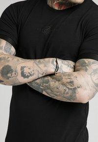 SIKSILK - INSET CUFF GYM TEE - Basic T-shirt - black - 4