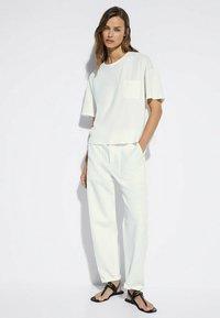 Massimo Dutti - MIT TASCHE  - T-shirt basic - white - 1