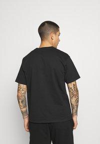 Levi's® - PRIDE VINTAGE FIT GRAPHIC TEE UNISEX - Print T-shirt - caviar - 2