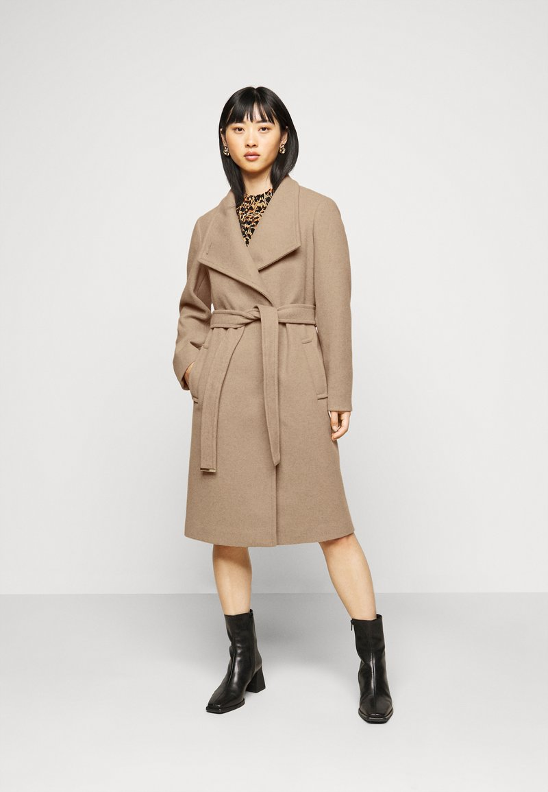 Dorothy Perkins Petite - FUNNEL COLLAR BELTED COAT - Classic coat - camel