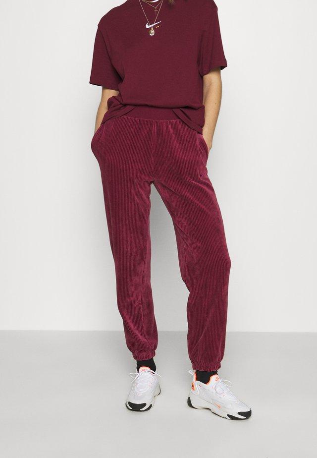 PANT - Pantalon de survêtement - dark beetroot