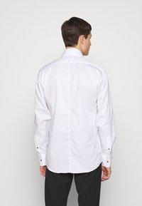 KARL LAGERFELD - SHIRT MODERN FIT - Camicia - white - 2