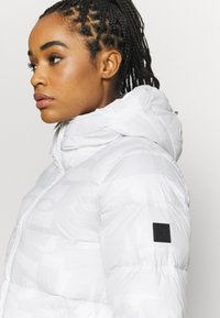 Under Armour - SPORTSTYLE GRAPHIC BENCH - Down coat - onyx white - 4