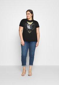 Even&Odd Curvy - Camiseta estampada - black - 1