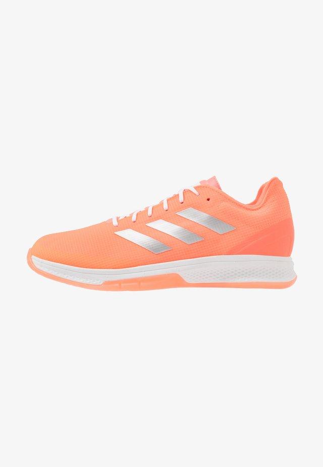 COUNTERBLAST BOUNCE - Handball shoes - signal coral/silver metallic/footwear white