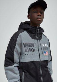 PULL&BEAR - Light jacket - dark grey - 4