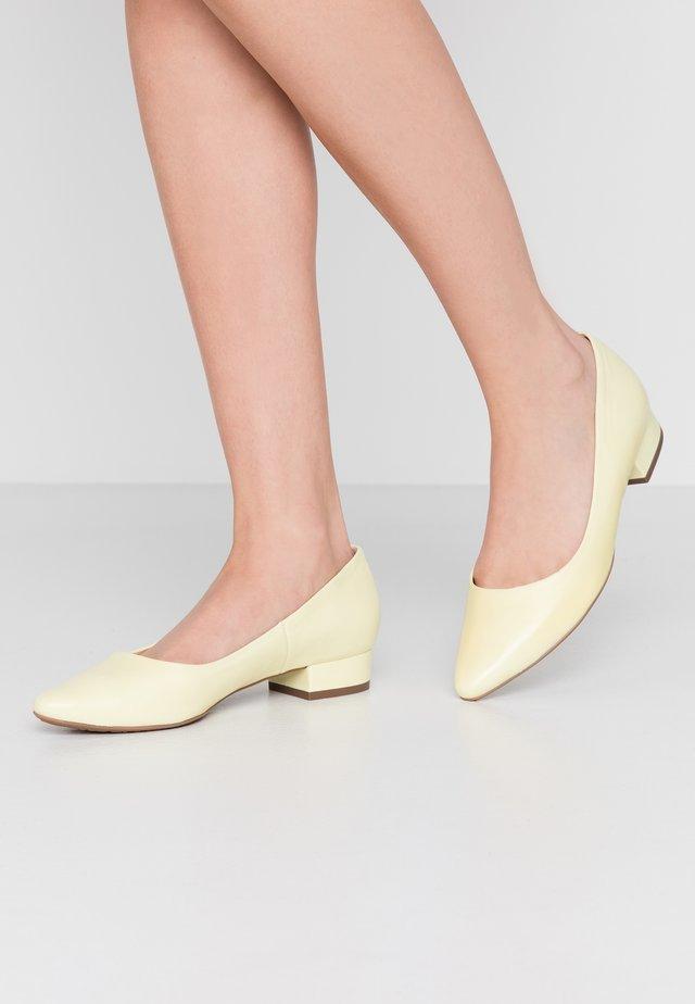 Ballet pumps - citrus