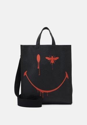RUNWAY SHOPPER - Shopper - black