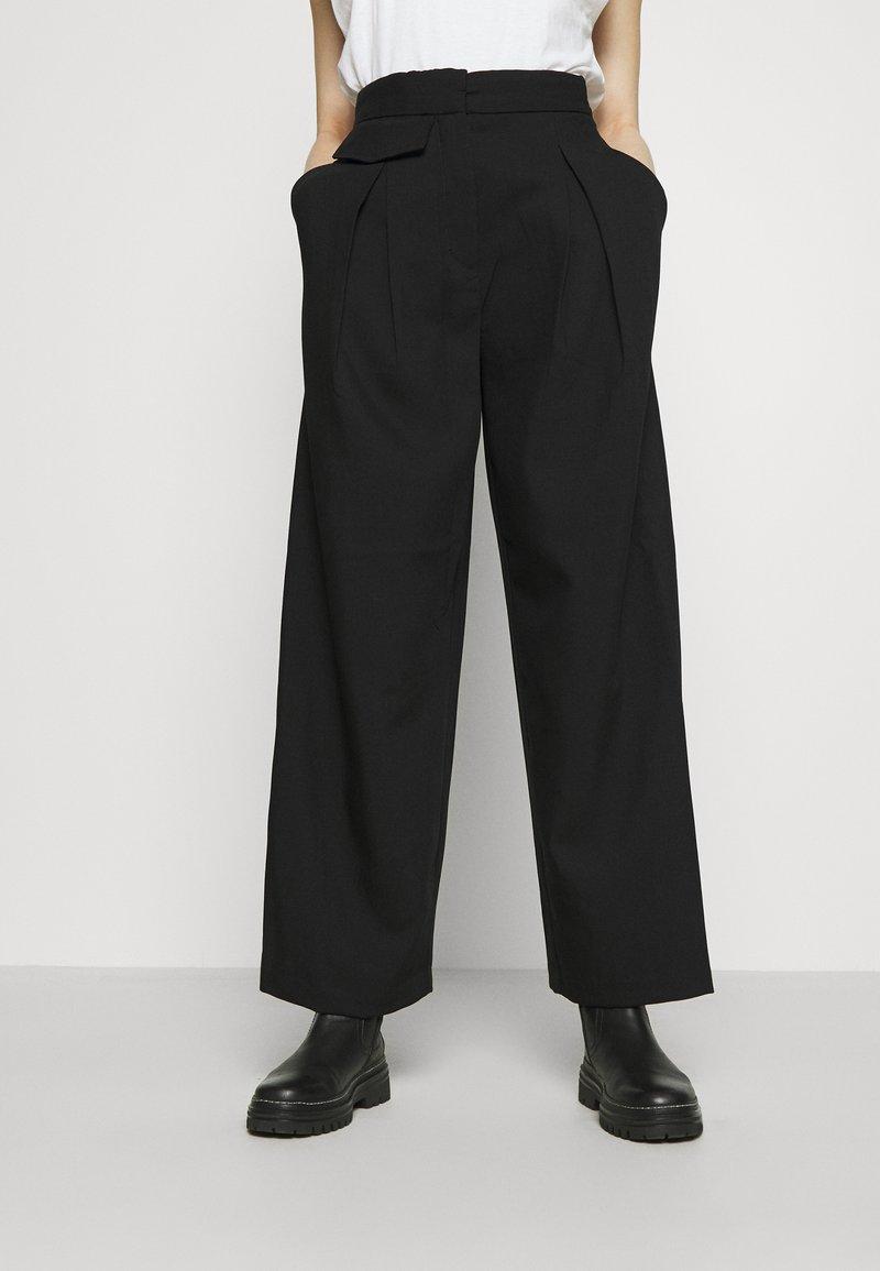 Weekday - NIGELLA TROUSERS - Pantalones - black
