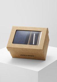 Jack & Jones - JACRICK GIFT BOX SET - Poszetka - navy blazer - 2