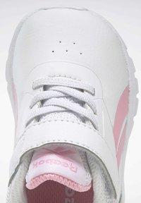 Reebok - REEBOK RUSH RUNNER 3 SHOES - Sneakersy niskie - white - 8