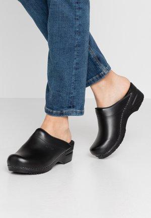 SONJA - Pantolette flach - black