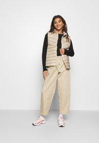 Nike Sportswear - DWN VEST - Vesta - oatmeal - 1