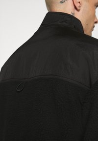 Mennace - DOUBLE POCKET BORG ZIP THRU - Summer jacket - black - 5