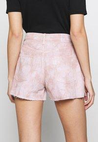 Ética - SYDNEY - Shorts di jeans - bougainvillea watercolor - 5