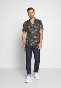 Cars Jeans - LEADS SHIRT PRINT - Hemd - army - 1