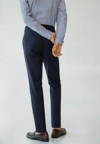 Mango - PAULO - Pantaloni eleganti - dunkles marineblau - 2
