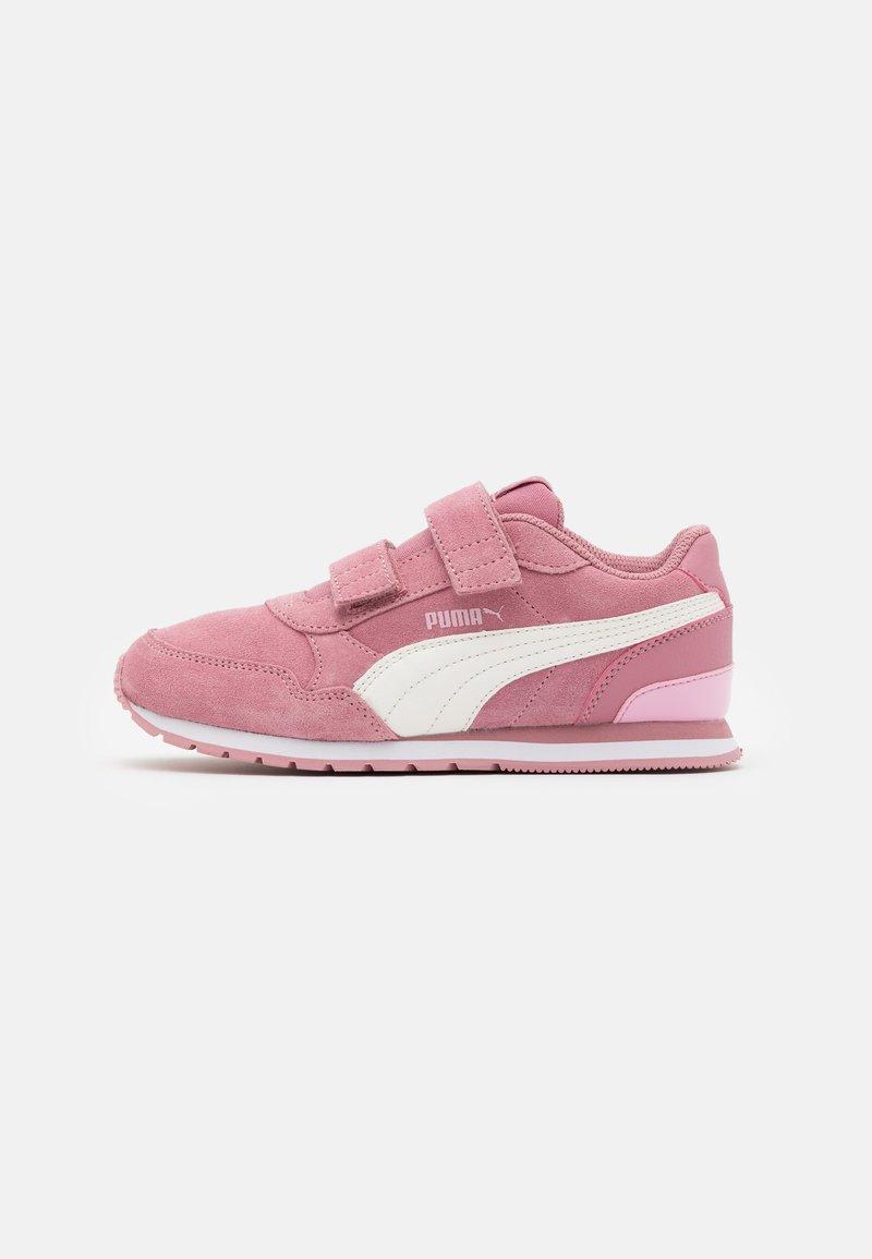 Puma - ST RUNNER  - Trainers - foxglove/whisper white/pale pink/white