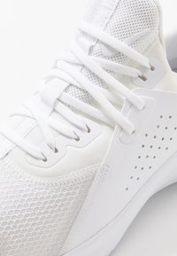 Nike Performance - AIR MAX BELLA TR  - Sports shoes - white - 5