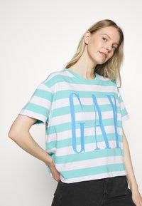 GAP - BOXY TEE - Print T-shirt - blue - 3