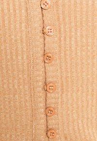 Fashion Union Petite - FENNEL CARDI - Cardigan - beige - 5