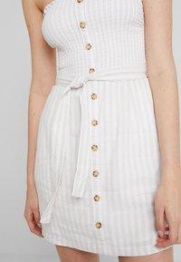 Abercrombie & Fitch - TIE FRONT CUTOUT - Vestito estivo - tan/white - 5