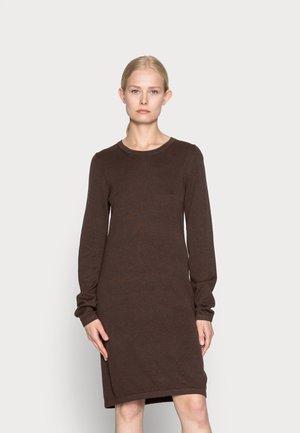 DRESS - Abito in maglia - brown