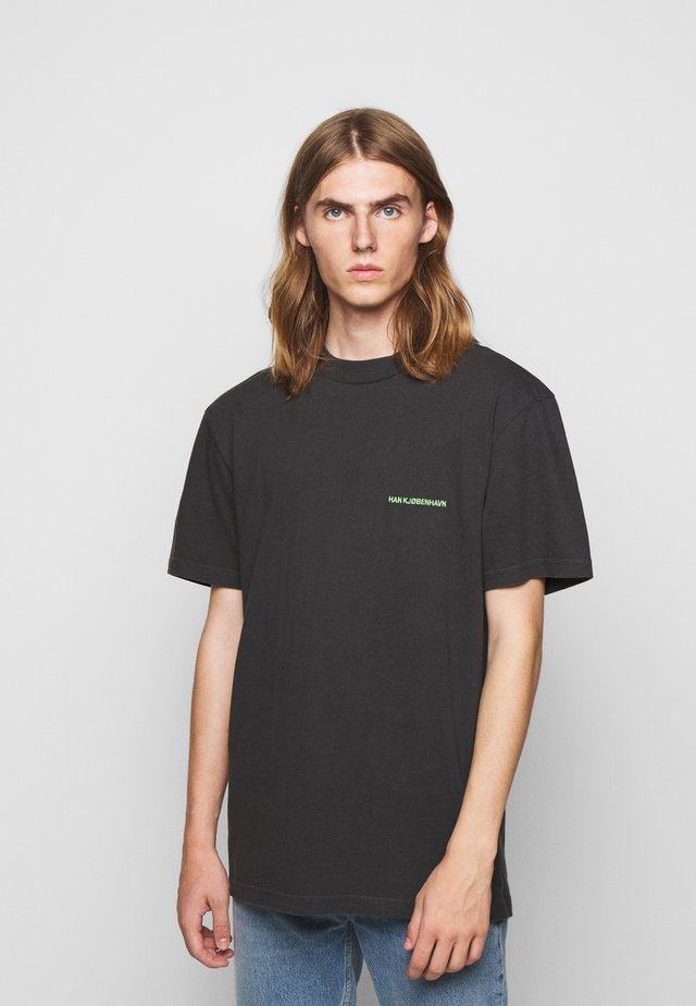 BOXY TEE - T-shirt con stampa - faded black