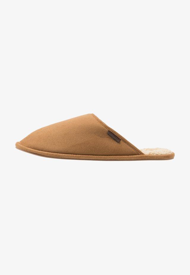 CLASSIC MULE - Slippers - tan