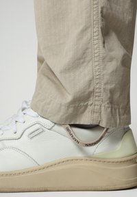Napapijri - M-HONOLULU - Cargo trousers - natural beige - 7