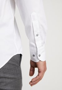 Tommy Hilfiger Tailored - OXFORD CLASSIC SLIM FIT - Camicia elegante - white - 3