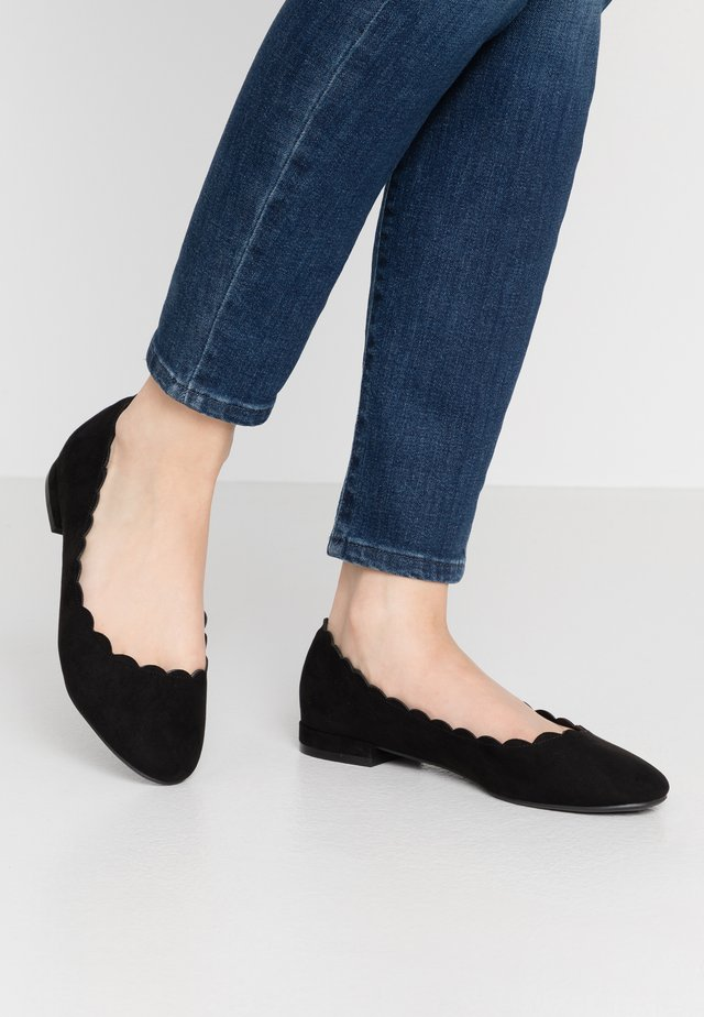 PALET SCALLOP ROUND TOE - Ballet pumps - black