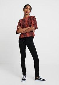 Monki - OKI - Slim fit jeans - black deluxe - 2