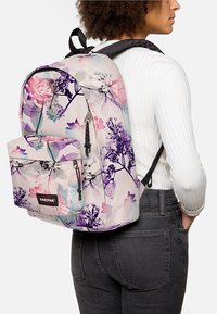 Eastpak - OUT OF OFFICE/FLOWER-RAY - Sac à dos - pink ray - 0