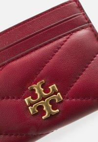 Tory Burch - KIRA CHEVRON CARD CASE - Wallet - redstone - 3