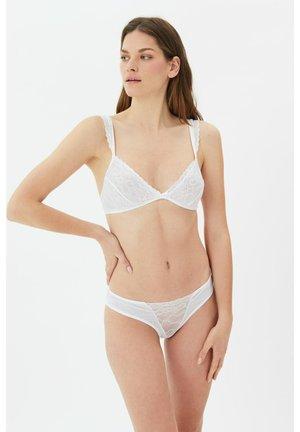SET - Kaarituettomat rintaliivit - white