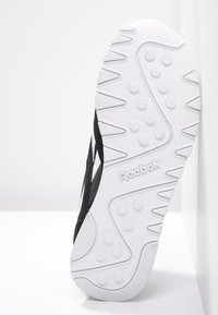 Reebok Classic - CLASSIC LEATHER NYLON BREATHABLE UPPER SHOES - Sneaker low - black/white - 4