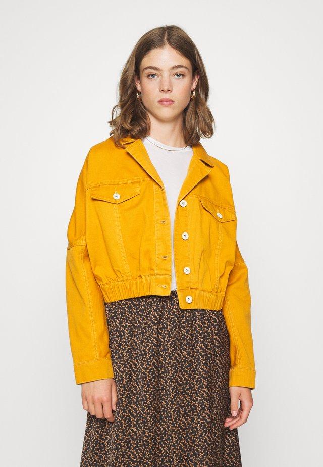 NMSILLA BOXY JACKET - Denim jacket - inca gold