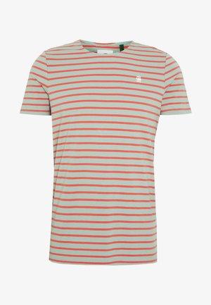 XARTTO - T-shirts print - pistache sea/langoustino pink