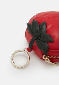 kate spade new york - PICNIC STRAWBERRY COIN PURSE - Portfel - red - 4