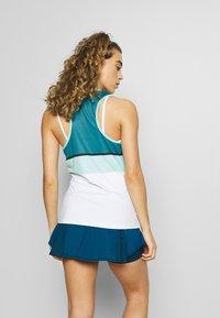 K-SWISS - HYPERCOURT STRIPE  - Funkční triko - aruba blue/algiers blue/white - 2