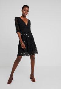 Desigual - VEST NAILA - Denní šaty - black - 1