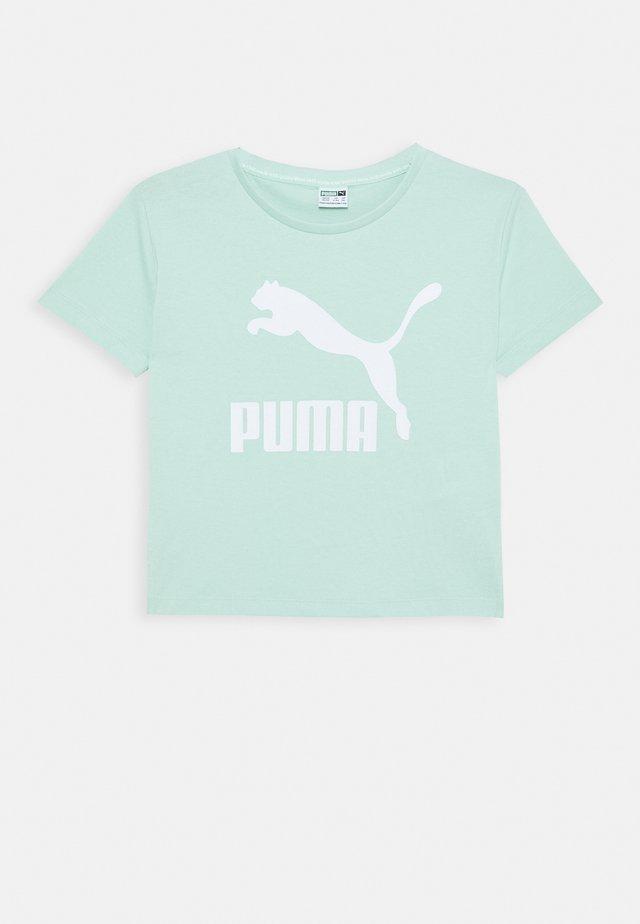 CLASSICS TEE - Print T-shirt - mist green