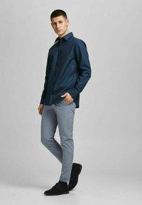 Jack & Jones PREMIUM - Formal shirt - navy blazer - 1