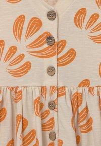 Mainio - ANEMONE BUTTON  - Jersey dress - beige - 2