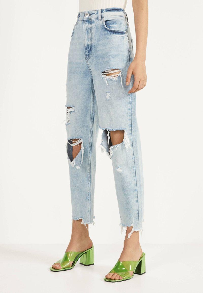 Bershka - MIT RISSEN - Jeans Straight Leg - blue